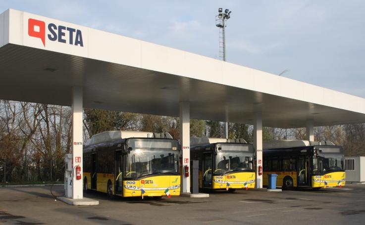 Seta inaugurato il primo distributore per autobus a gas - Autobus prima porta ...
