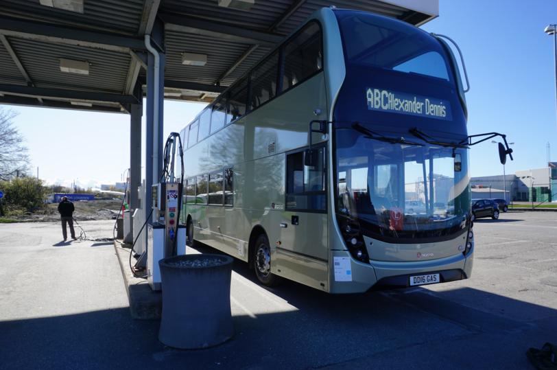 Scania al via i test sul primo due piani a gas autobus for Piani principali del primo piano