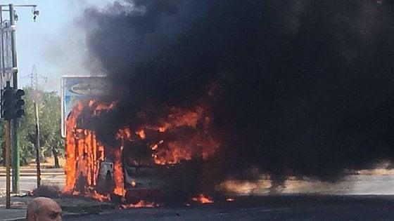 Autobus Amtab a fuoco