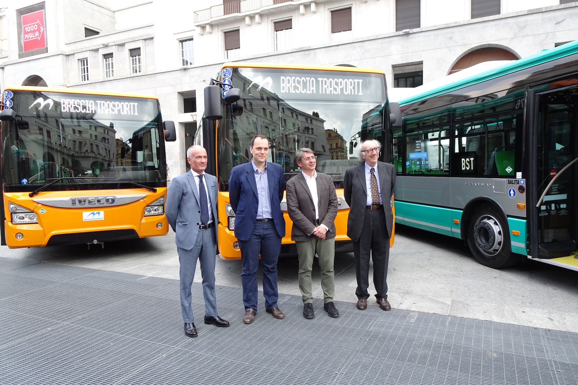 brescia mobilità autobus urbanway a metano iveco