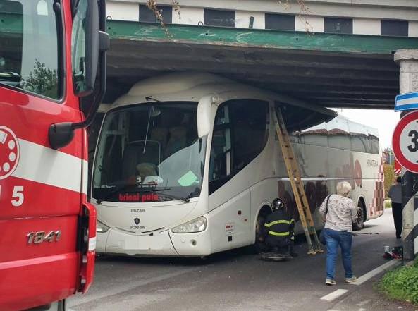 autobus incastrato