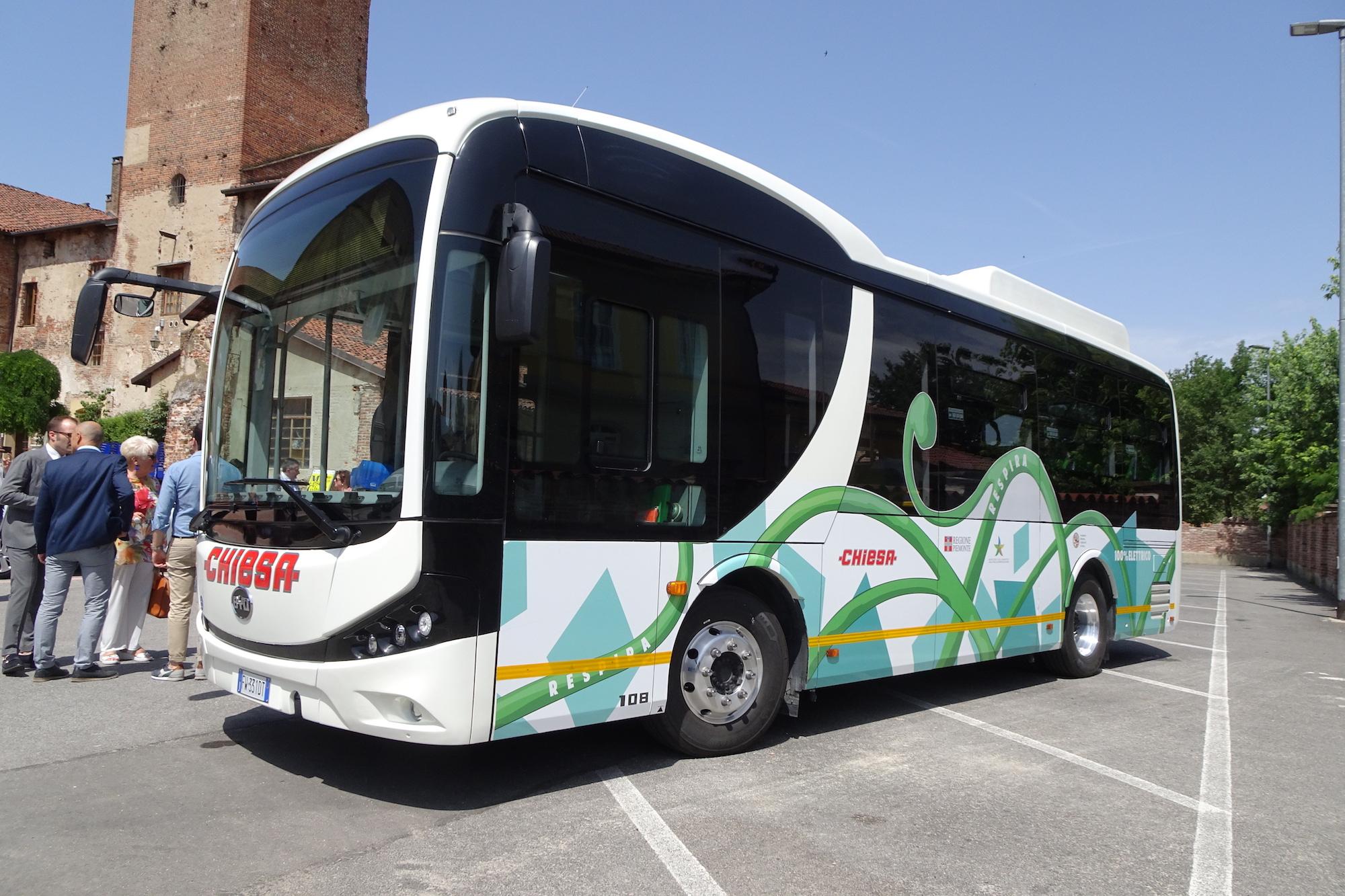 chiesa viaggi autobus elettrico